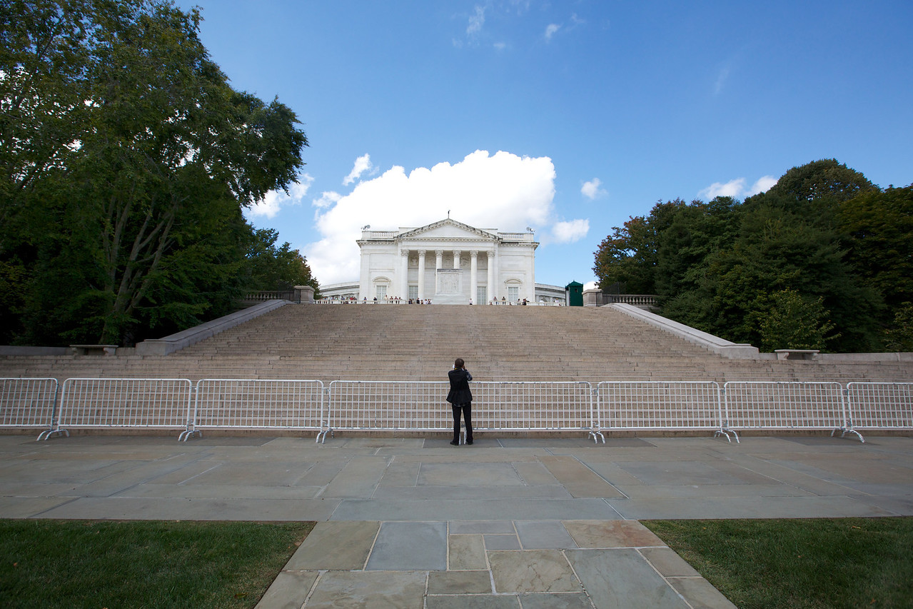 M - Celia at the Tomb of the Unknowns